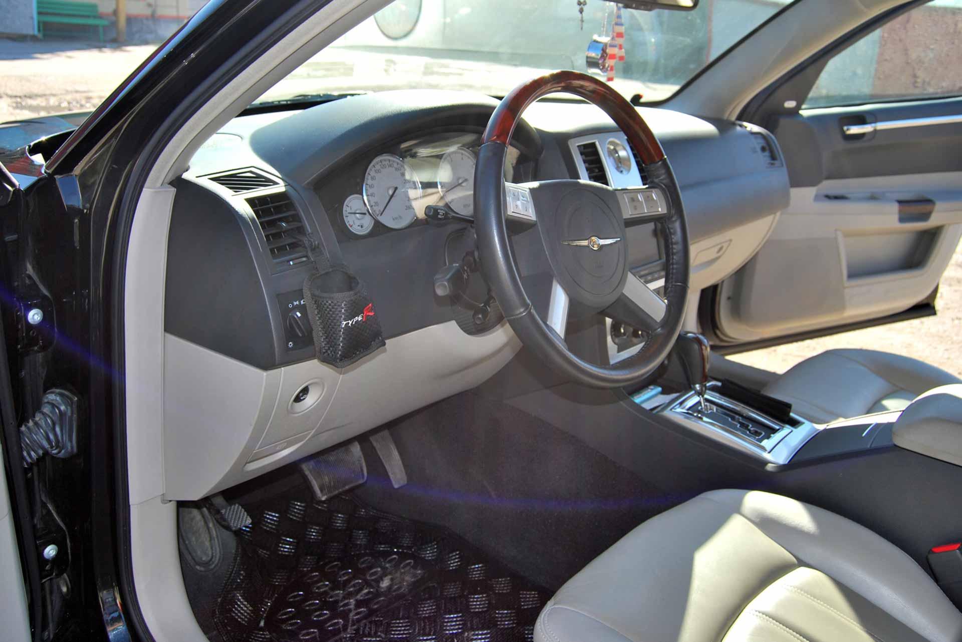 Limuzină Chrysler 300C din 2009